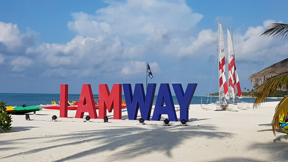 An incentive in the Maldives with Bollywood style for 200 Amway
